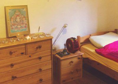 Dharmahaus_Einzelzimmer_Retreat-Praxis