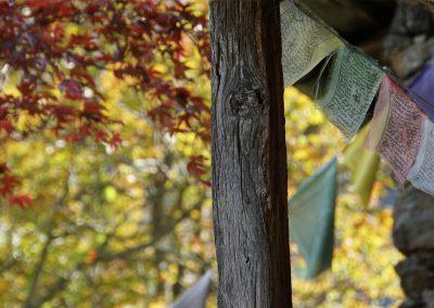 Balkon-mit-Gebetsfahnen