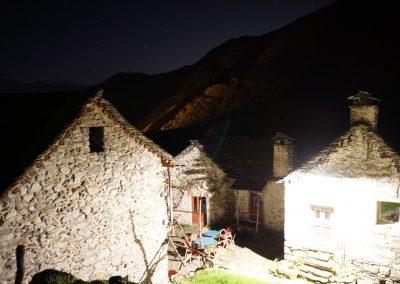 Milarepa-Piazza-bei-Nacht