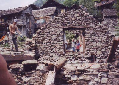 Dharmahausbau 1997 Norah und Max