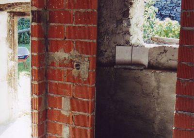 Dharmahausbau 1998 hier entsteht das WC