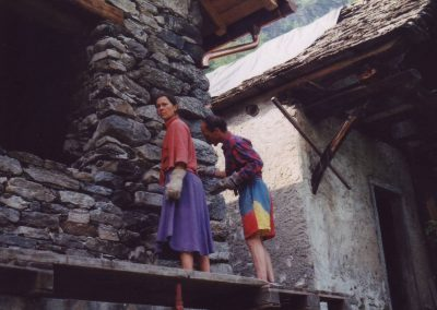Dharmahausbau 1998 Monika und?
